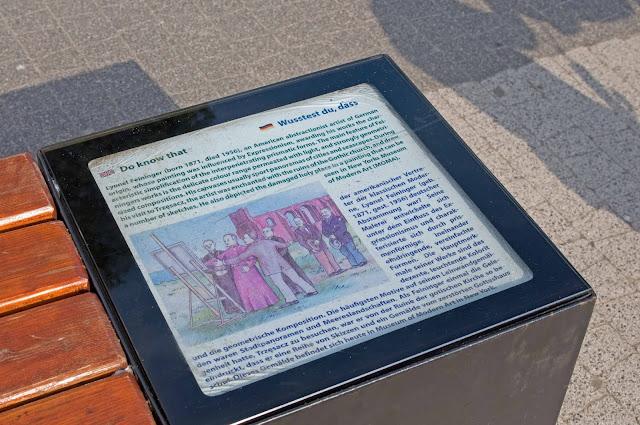 napisy informujące o historii w Trzęsaczu, historia