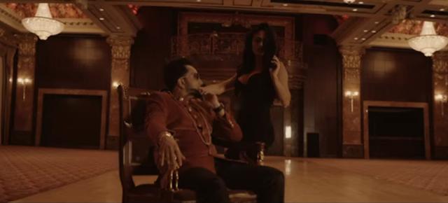 Mika Singh in billo.