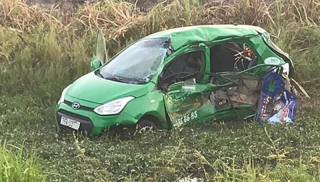Tàu SE1 đâm taxi tại Quảng Ngãi làm 5 người thương vong