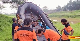 Warga Nalumsari Hanyut Relawan Muhammadiyah Tetap Lakukan Pencarian Di Malam Hari