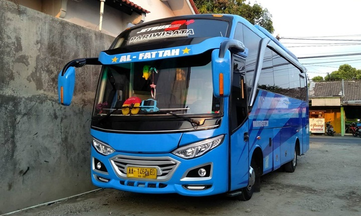 Bus Medium 25 Seater
