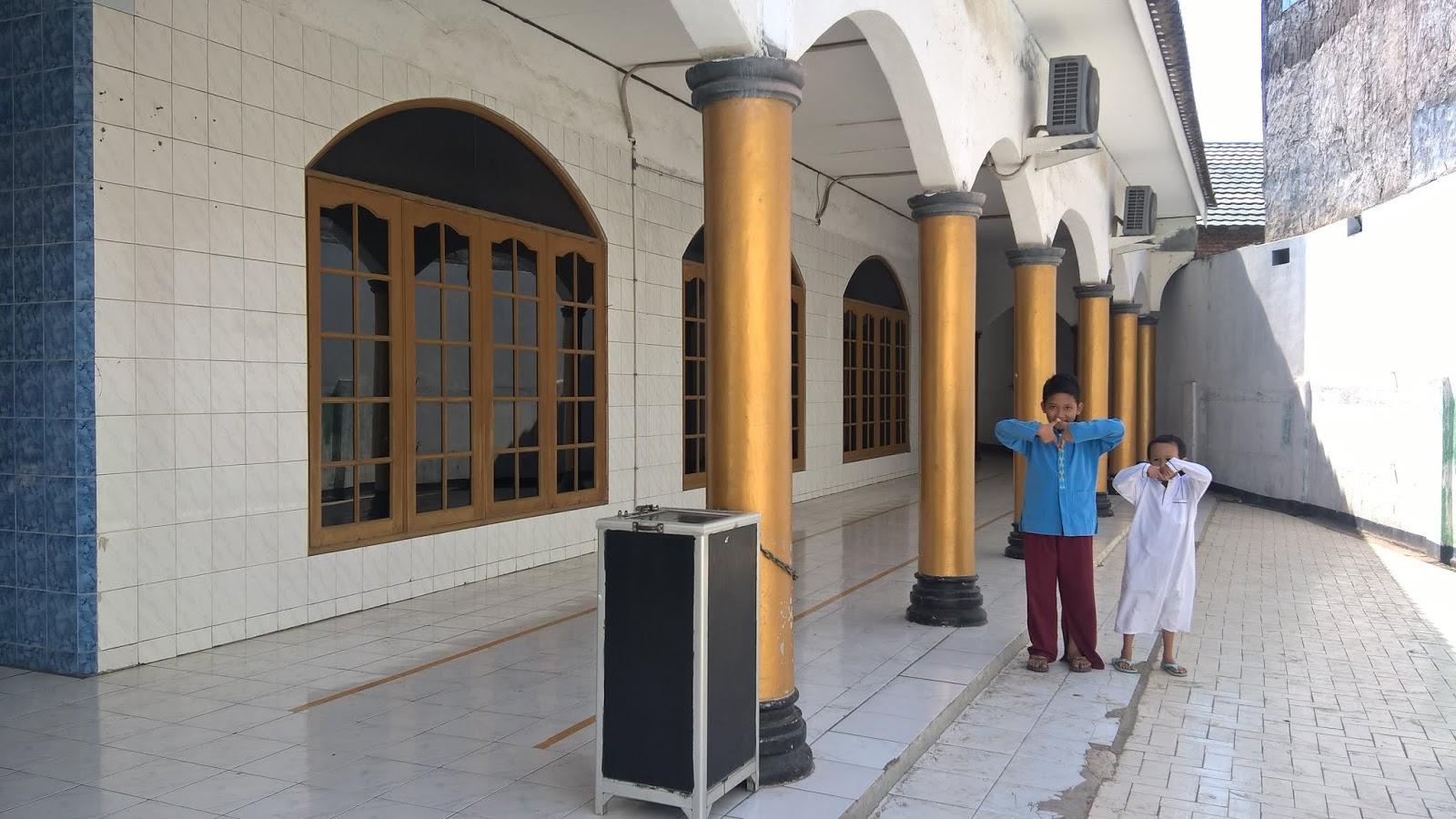 Masjid Jami Assholihin Cakung Barat Jakarta