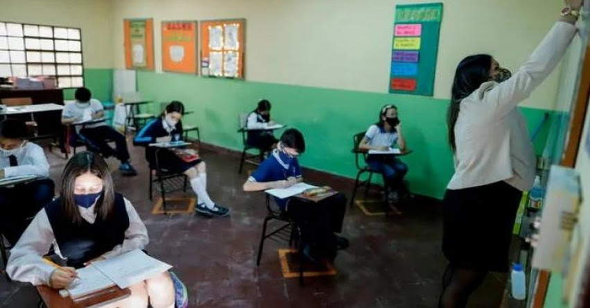Colegio entra en cuarentena tras contagio de alumnos con covid-19 luego de iniciar clases semipresenciales