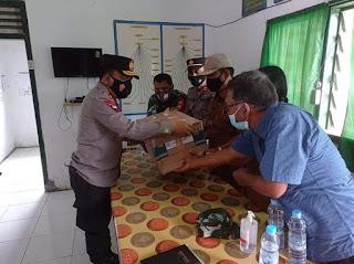 Serahkan Bantuan Swab untuk Huta Gur-gur, Kapoldasu : Jangan Ada Masyarakat Keluar Masuk Tanpa di Swab