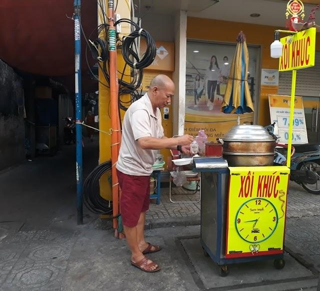 Xôi khúc Trần Quang Khải bán từ 3h sáng!