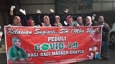 Peduli Covid-19,Relawan Sugiarti Berbagi Masker Untuk Masyarakat