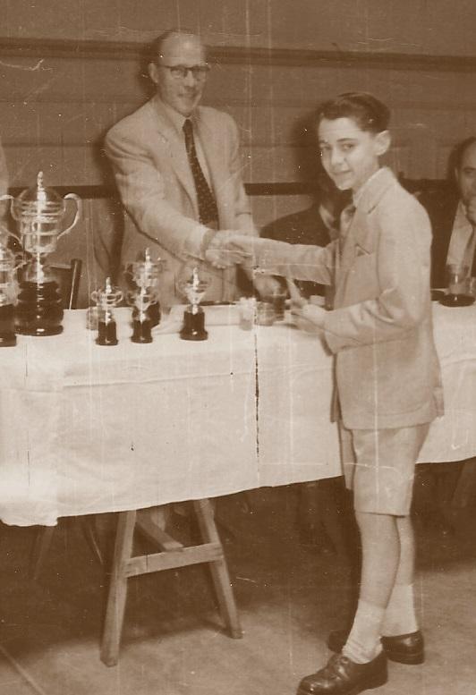 Antoni Puget, con su primer trofeo escolar