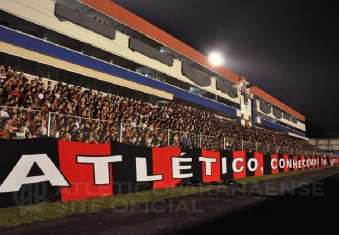 A indefinição sobre o local do duelo aconteceu por conta da cessão da Arena  da Baixada para as finais da Liga Mundial de vôlei. 3852cd4b35b34