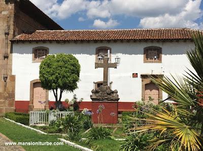 Jardines en el Atrio del Templo de Nuestra Señora de la Natividad en Cuanajo