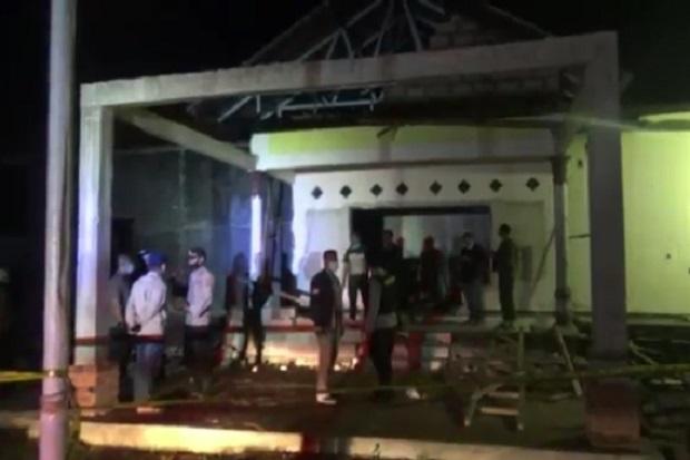 Mencekam, Puluhan Aparat Bersenjata Lengkap Bersiaga Usai Pembakaran Polsek Candipuro
