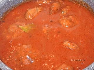 Chiftele cu sos de rosii marinate reteta de casa traditionala cu carne tocata de porc tomat bulion retete culinare mancare chiftelute parjoale,
