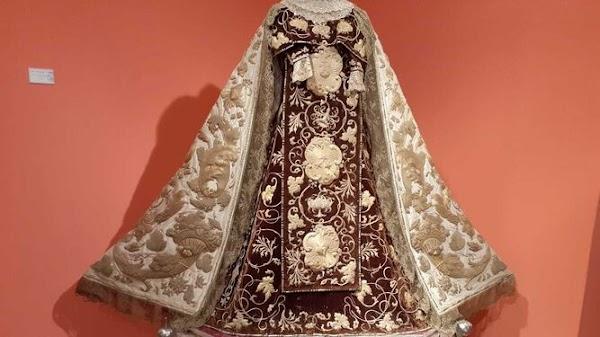 La cofradía del Carmen de Cádiz reúne sus bordados en una exposición