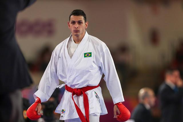 Vinicius Figueira lutando no Pan de Lima 2019