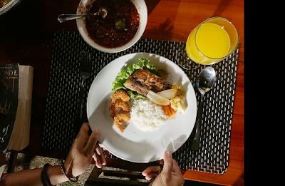 Dinner serba Seafood di Tunak Cottage, Lombok Tengah