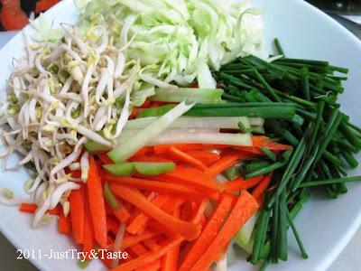 Resep Bakwan Sayur dengan Saus Asam Pedas Manis