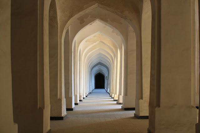 Ouzbékistan, Boukhara, Kaylan, arcades, mosquée, © L. Gigout, 2010