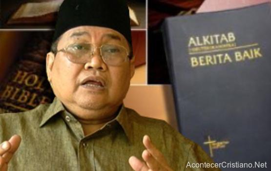 Líder musulmán Ibrahim Ali quemar Biblias
