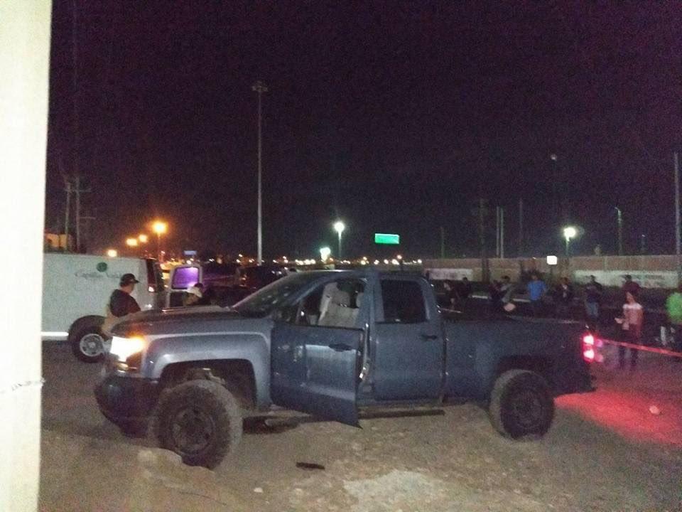 Pareja son baleados durante emboscada de sicarios contra elementos del ejercito en Tamaulipas.