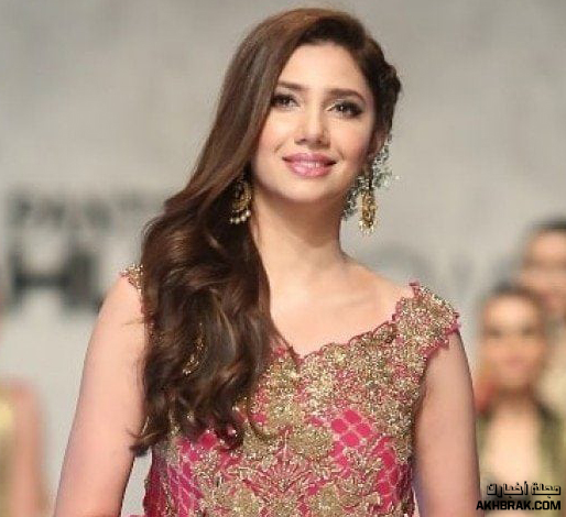 ماهيرا خان هي واحدة من الممثلات الأكثر شعبية والأعلى أجرا في باكستان. مثلت ماهيرا خان لاول مرة جنبا إلى جنب مع عاطف أسلم في الفيلم الرومانسى بول .
