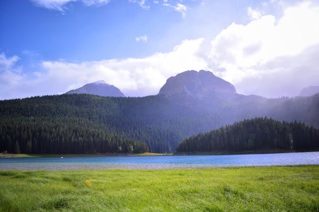 в Черногории.Черное озеро