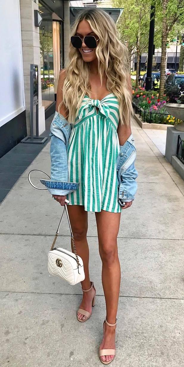 what to wear with a striped dress : white bag + denim jacket + beige heels