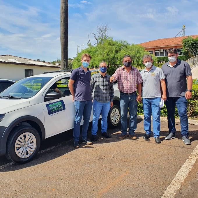 Nova Laranjeiras:  Prefeitura recebeu um veículo novo zero km