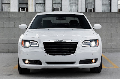 2016 Chrysler 300 front angle hd pictue