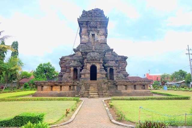 Menjelajahi Candi Singosari, Menikmati Liburan di Malang