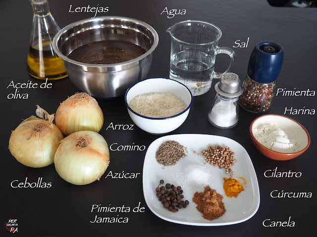 Mejadra o Mujaddara, guiso especiado de lentejas y arroz serviso con abundante cebolla frita, tradicional de todo el Oriente Medio