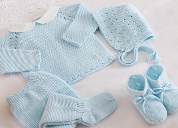 Conjunto para bebé tejido a mano