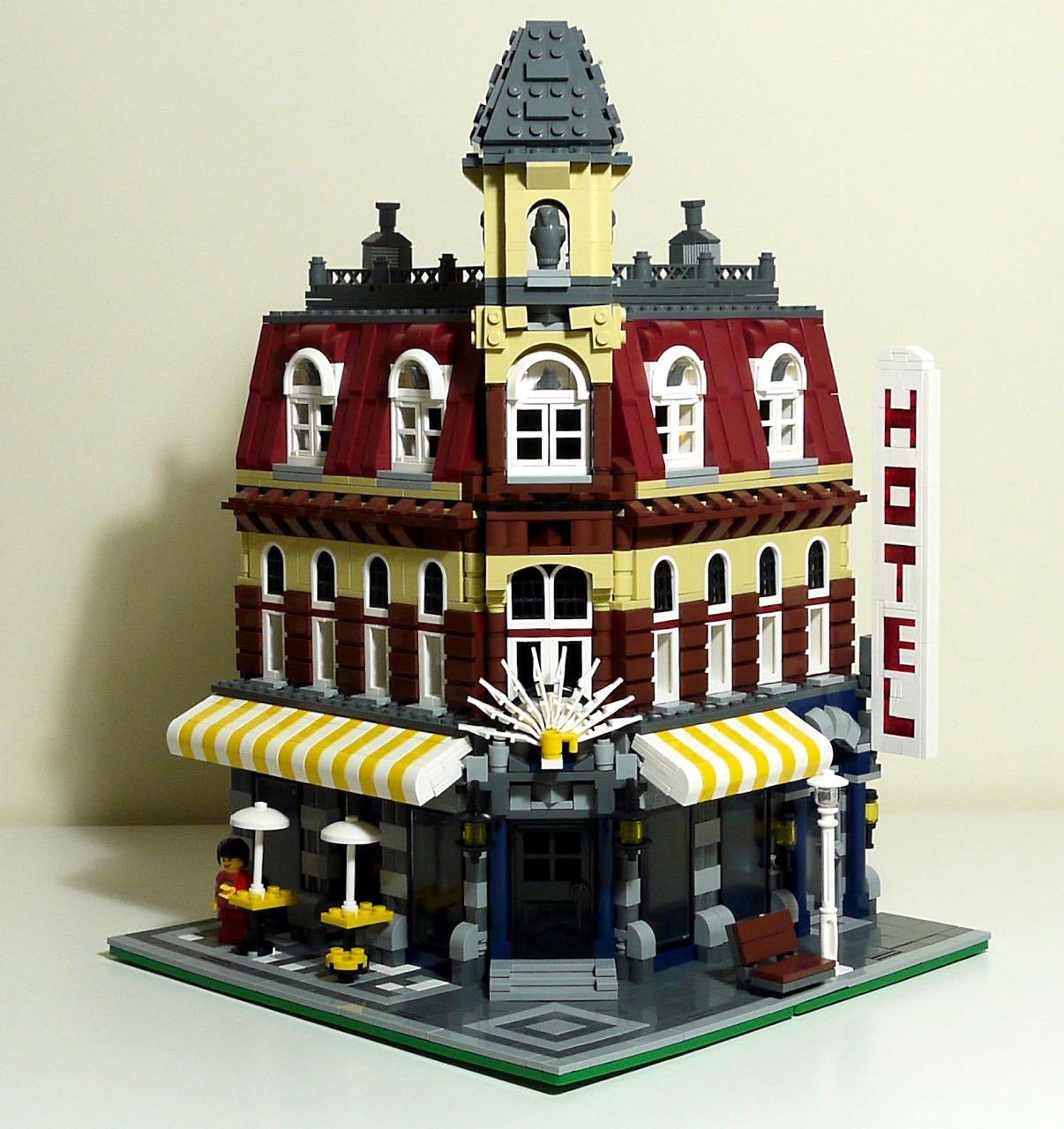 Lego  Cafe Corner Review