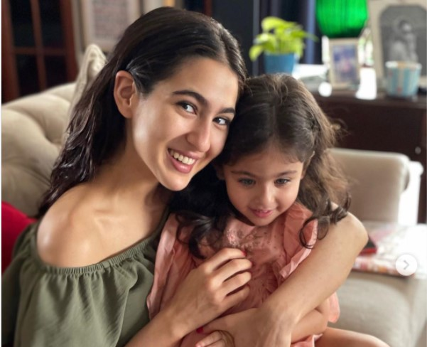 Sara Ali Khan shared two photographs with Inaaya Naumi Kemmu on Saturday night. Fans are in wonder of the post.