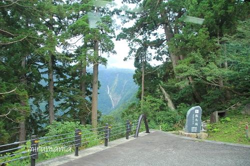 立山高原バスからの称名滝
