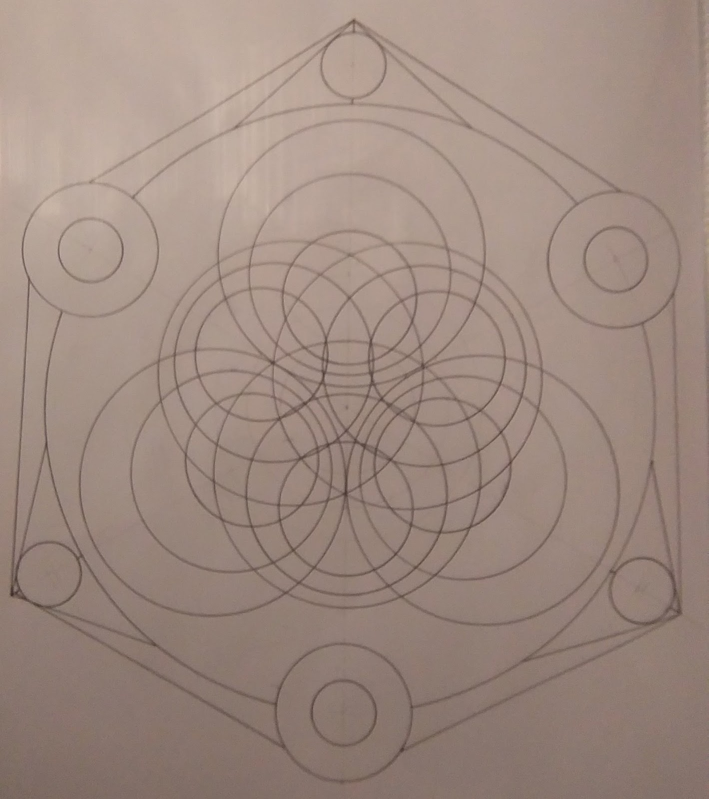 [SPOLYK] - Geometries & sketches - Page 6 48310017_1107573622762654_7854779479623729152_o