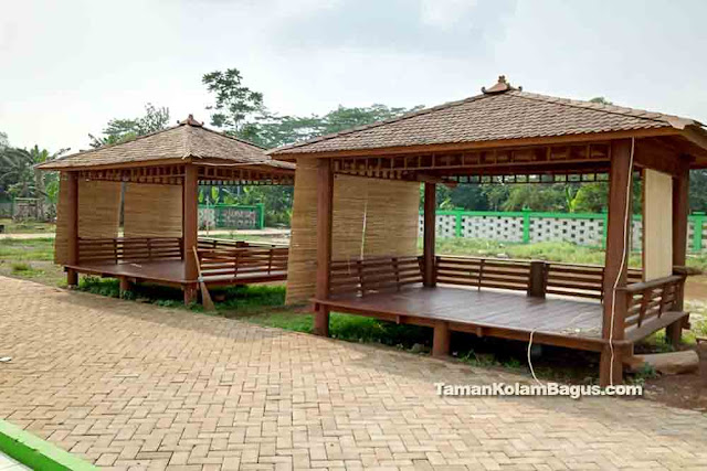 Saung Kayu Taman