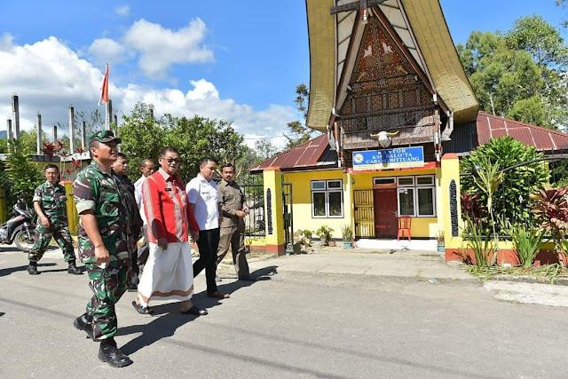 Ditemani Dandim 1414, Bupati Tana Toraja Tinjau Ribuan Pengungsi di Posko Bittuang