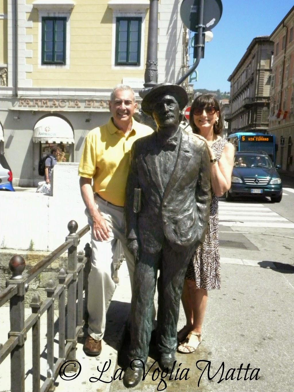 statua di James Joyce con Linda e Ron