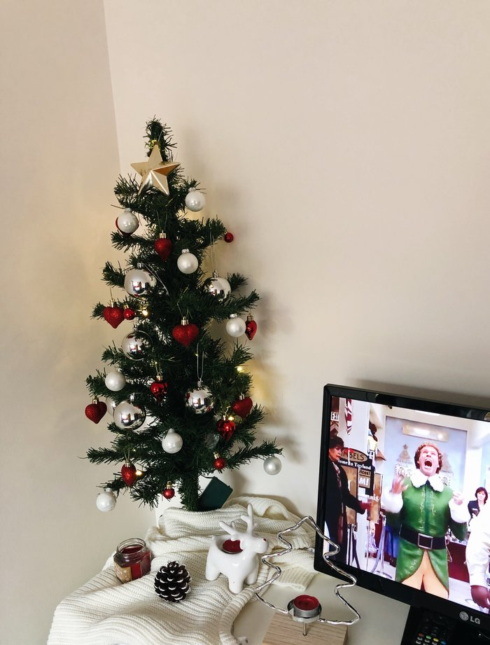 The 2019 Christmas house tour - a look at all the festive decorations up in the Becc4 household.