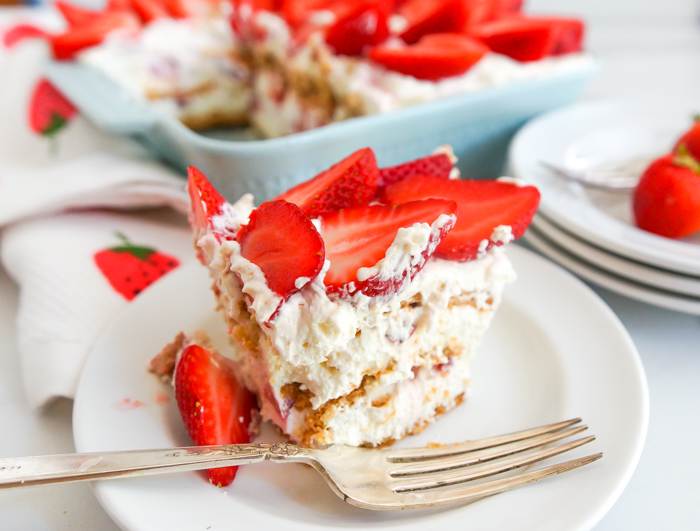no-bake strawberry refrigerator cake