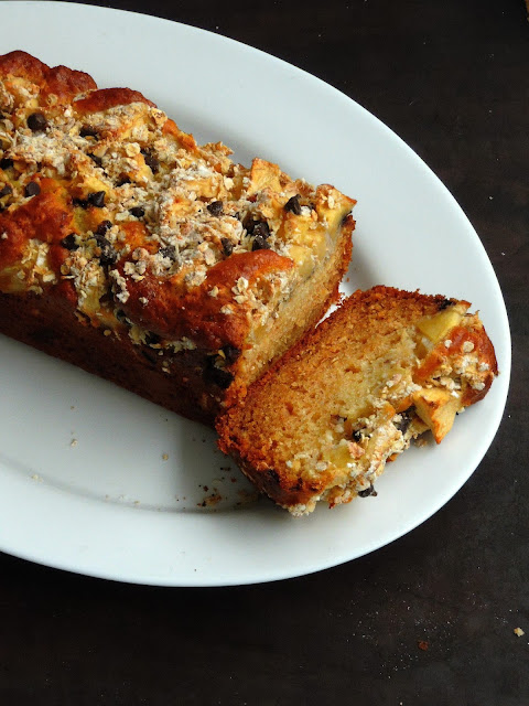 Apple Snack cake with oats & Chocolate chips