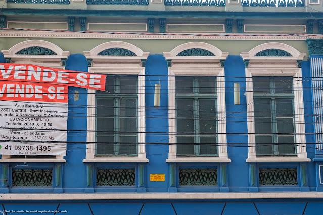 Casa na R. Treze de Maio, que é uma Unidade de Interesse de Preservação - detalhe da janelas