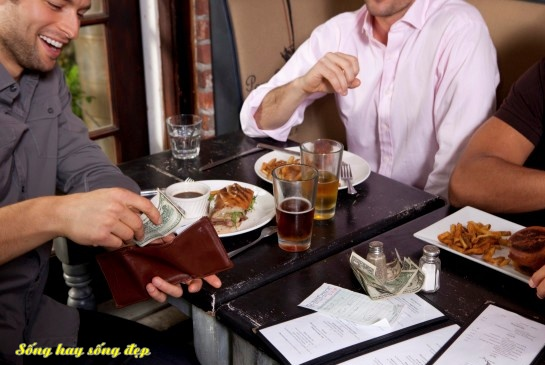 Hãy tự trả tiền mỗi khi đi ăn uống, nếu không muốn bị nói xấu sau lưng