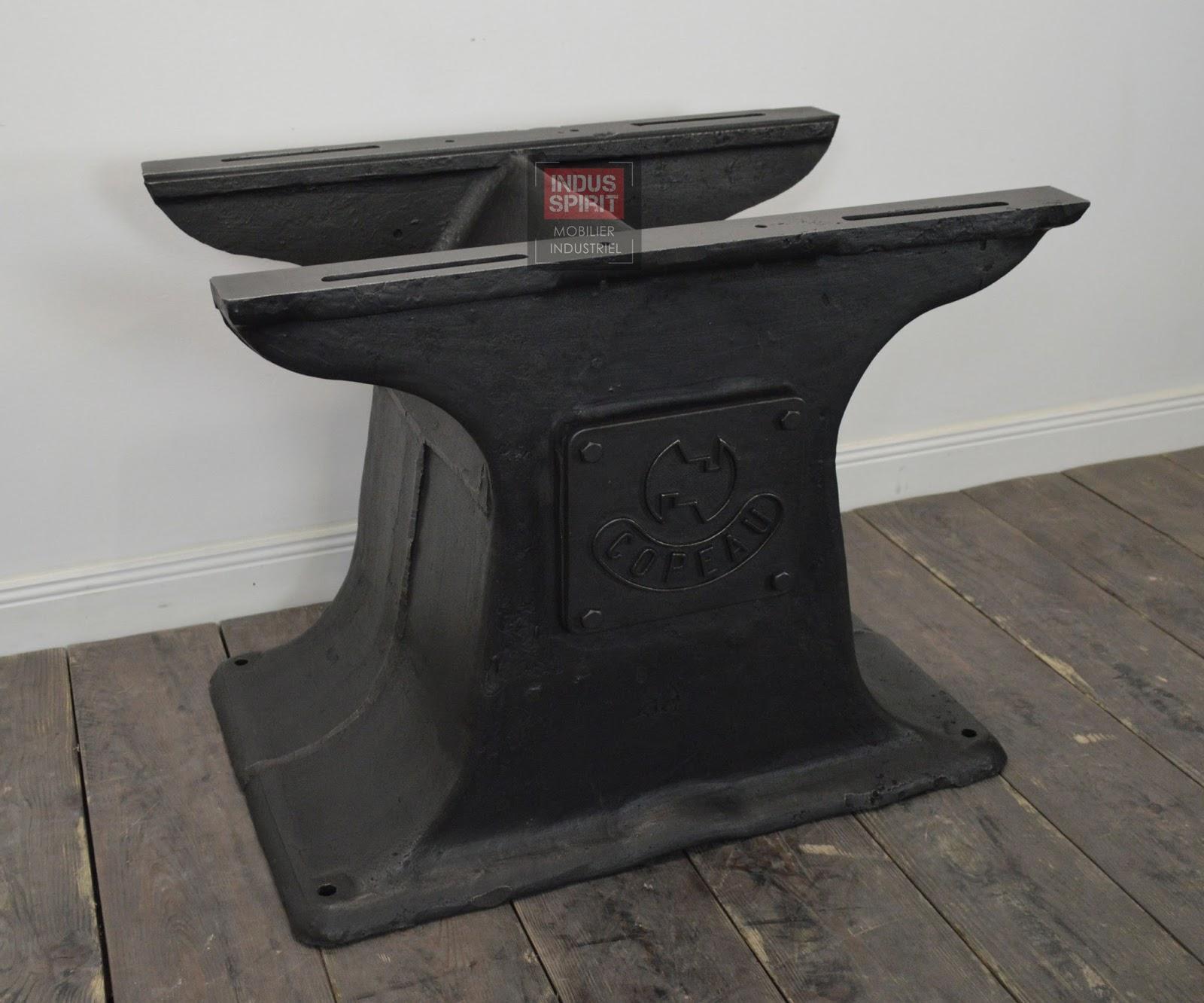 r alisation de table industrielle sur mesure avec des anciens pi tements de machines outils. Black Bedroom Furniture Sets. Home Design Ideas