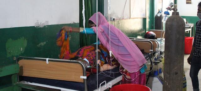 El hospital Narayani de Birgunj, en el sur de Nepal, no da abasto para atender a los pacientes con COVID-19.© UNICEF/Munna Sarraf