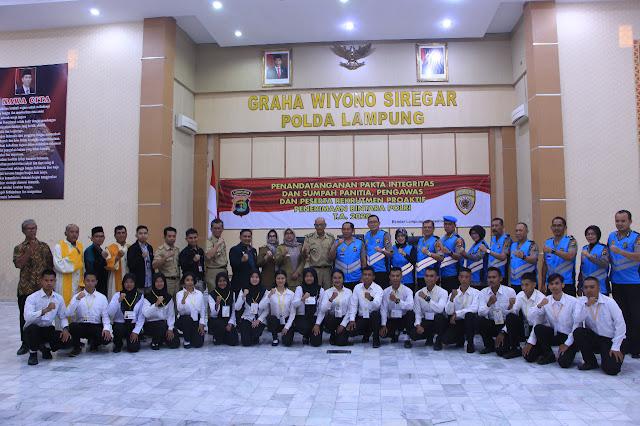 Wakapolda Lampung Pimpin Penandatanganan Pakta Integritas Pengambilan Sumpah Peserta Seleksi Rekrutmen Bintara Polri Ta. 2020