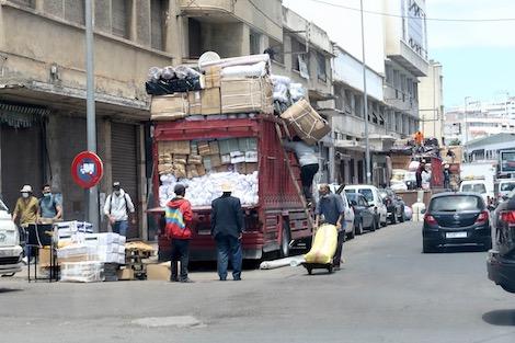 رواج في أسواق الدار البيضاء ينعش آمال التجار بتقليص حجم الخسائر