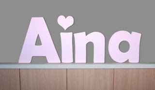 letras de madera infantiles para pared Aina con silueta de corazón babydelicatessen