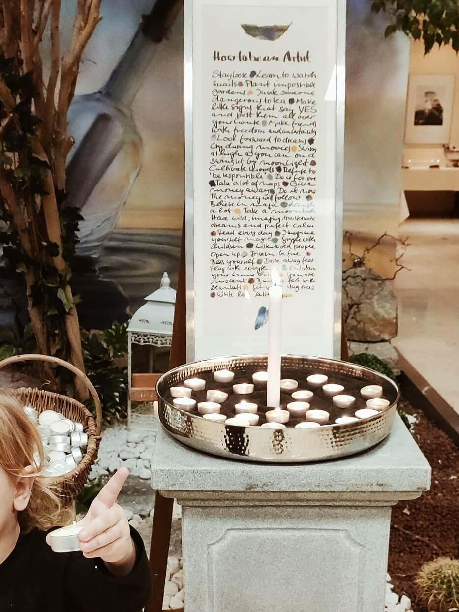 Tod und Abschied gehören zum Leben dazu. Aber dürfen Kinder mitkommen zur Trauerfeier?