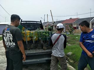 Terima Bantuan Bibit Pohon dan Tempat Sampah, Warga Perum Graha Alana Siap Asrikan Lingkungan