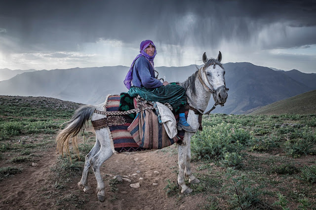 Mother Aliye returns home after milking in the village of Alacayar Van © Nadir Bucan